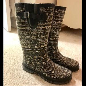 Shoes - Patterned Rainboots